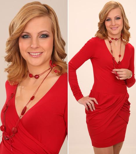 Várkonyi AndreaA TV2 híradósának szőke hajához a piros szín ideális választás, kifogástalan alakjához a fotózáson bátran bújhatott testhezálló ruhába.