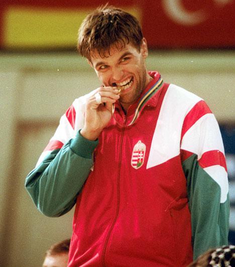 Farkas Péter  Az 1992-es barcelóniai olimpia aranyérmes kötöttfogású birkózóját, Farkas Pétert 2009. december 12-én ítélte a bíróság hét év fegyházbüntetésre nagy mennyiségű kábítószer termesztése miatt. Eredetileg öt évet szántak volna neki, de mivel megszökött, súlyosbították büntetését. 2014 augusztusában szabadult.
