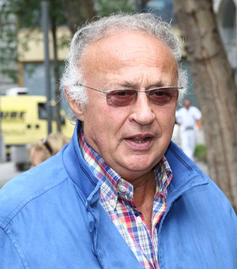 Sas József  A népszerű nevettető 2005-ben került a címlapokra adócsalási botrányával, bírósági tárgyalására pedig 2008-ban került sor, ahol jogerősen egy év börtönbüntetést és két év felfüggesztettet kapott, emellett 300 ezer forint pénzbírságot is be kellett fizetnie. A büntetést 2009 áprilisában végül két év felfüggesztett börtönbüntetésre módosította a bíróság.