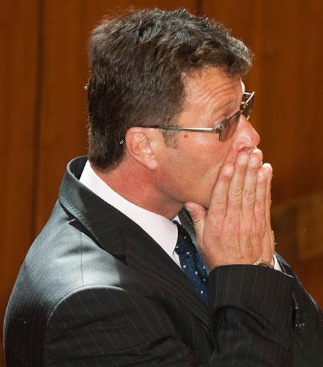 Stohl András  A közismert színész és műsorvezető 2010. május 8-án okozott ittasan és kábítószer hatása alatt közúti balesetet. A bíróság 2011. március 31-én két év és négy hónap letöltendő börtönbüntetésre ítélte első fokon, amelynek letöltését október 5-én kezdte meg. 2012. március 5-én öt hónap után feltételesen szabadult.  Kapcsolódó cikk: Stohl András 2 év 4 hónap letöltendő börtönbüntetést kapott első fokon »
