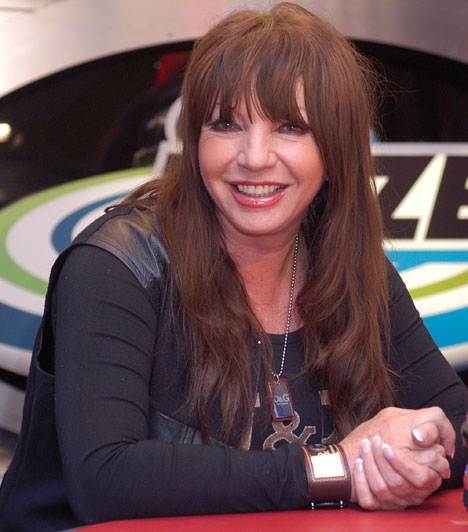 Zalatnay Sarolta  Hazánk népszerű énekesnőjét 2004-ben ítélte a bíróság három év letöltendő börtönbüntetésre pénzügyi és gazdasági bűncselekmények miatt, a börtönből két év után, 2006 októberében szabadult.