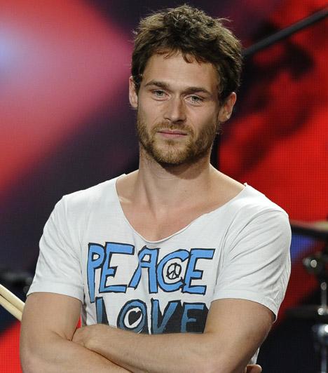 Gáspár GergelyA Fat Phoenix dobosáért sokan rajongtak a 2013-as X-Faktorban. A 33 éves zenész szíve akkor már öt éve foglalt volt, a nyár végén azonban kiderül, már fél éve egyedülálló.Kapcsolódó cikk:Az RTL Klub sztárja már fél éve szingli »