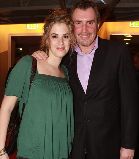 Kaszás Géza és Zsuzska  A népszerű színész sokáig az agglegények gondtalan életét élte. Már elmúlt 50, amikor megismerkedett a neki való nővel, Zsuzskával, aki azóta két kis lurkóval is megajándékozta: Nimród 2008 nyarán, Lilla pedig 2010 februárjában született.
