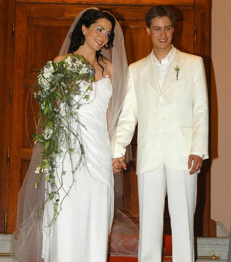 Deutsch Anita és Kinizsi Ottó  A Barátok közt egykori színésznője nemcsak a népszerűségét, de férjét is a sorozatnak köszönheti. A pár 2004 nyarán házasodott össze, első kislányuk, Emma egy évvel később született meg, majd 2010-ben Hanni is világra jött.