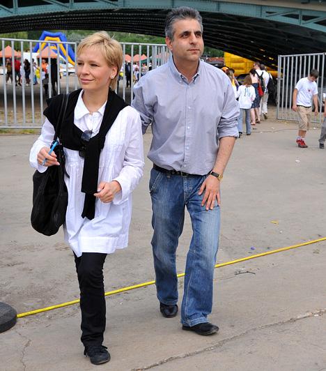 Máté Krisztina és Bárdos András  A két népszerű műsorvezetőt és szerkesztőt nemcsak házasságuk, de a munkájuk is összekötötte: 2003 és 2009 ősze között együtt vezették a Tények című hírműsort a TV2-n, 2014-ben a Szombat Esti Láz színpadán álltak ismét közösen kamerák elé.