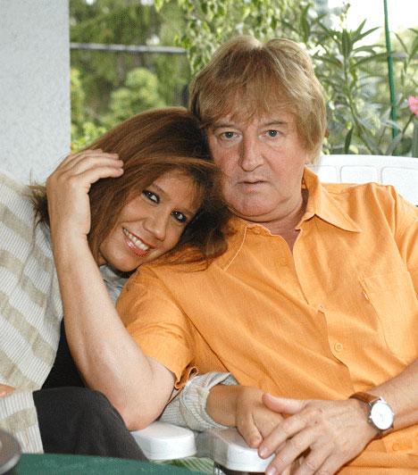 Tahi Tóth László és Kárászy Szilvia  A színész és a zongoraművésznő egy bálon találkozott először. 1995-ben házasodtak össze. A szimpatikus pár a 25 évnyi korkülönbség ellenére is harmonikus és boldog házasságban él.