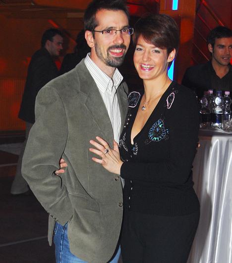 Vágó Piros és Attila  Vágó Piros, a Class FM népszerű rádiós műsorvezetője egy munka révén ismerkedett meg Attilával. Kapcsolatuk szép lassan szerelemmé érett. Végül 2006 októberében mondták ki a boldogító igent. Bár nem ment könnyen, de 2008 végén kisfiuk, Zalán is megszületett, aki azóta mamája szeme fénye.