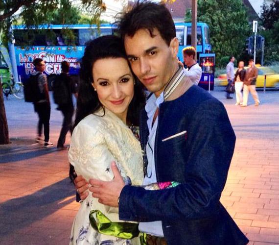 Kerényi Miklós Máté és Dancs Annamari egy évig már együtt voltak, aztán két évig más mellett keresték a boldogságot: előbbi Muri Enikő oldalán, utóbbit pedig Nacsa Olivérrel hozták hírbe. Idén nyáron aztán ismét egymásra talált az Operettszínház két sztárja.