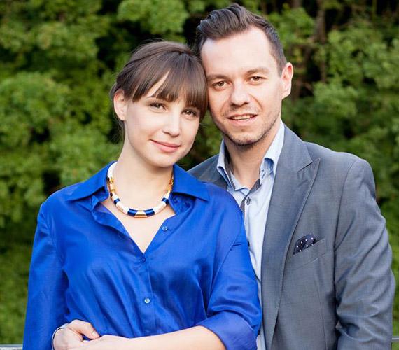 Pataki Szilvia, a Barátok közt színésznője és Nacsa Olivér tévés áprilisban ismerkedtek meg egymással, a május 1-jei hosszú hétvégét már együtt töltötték Bécsben, erről fotót is megosztottak a Facebook-oldalukon, így derült ki, hogy együtt vannak.