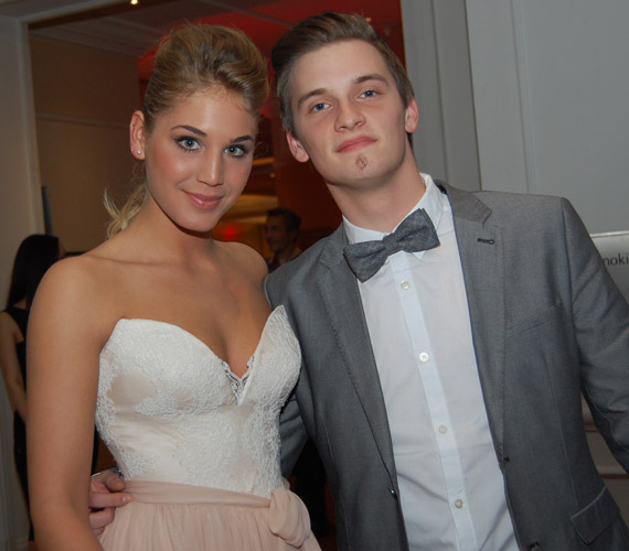 A Barátok közt egy másik színésznője, Nyári Dia és a 2013-as X-Faktor énekese, Tóth Marci kapcsolata barátságnak indult, majd a 2014-es év elején szerelem szövődött köztük, a február 1-jei Story-gálán már szerelmespárként vettek részt.