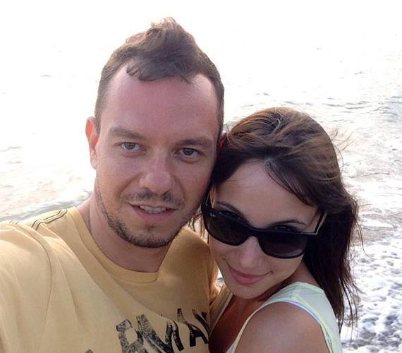 Nacsa Olivér és a Barátok közt sztárja, Pataki Szilvia fél éve vannak együtt, de hiába a majdnem tíz év korkülönbség, hatalmas a szerelem, és ezt a közösségi oldalon is nyíltan vállalják.