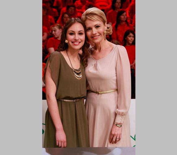 Nem kérdés, hogy Bényi Ildikónak, a Kívánságkosár, valamint az Önök kérték népszerű műsorvezetőjének a lánya kitől örökölte szépségét.