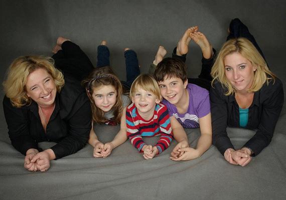 Máté Péter kislányai ma már felnőtt nők, a 45 éves Editnek és a 38 éves Dorkának már saját gyermekeik vannak.