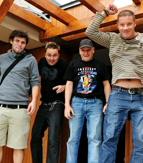 Adam's Comedy  A négy zenészből álló Adam's Comedy igazi fület simogató muzsikát játszik, nem csoda, hogy hamar a közönség kedvencei lettek. A bandatagok - Tóth Ádám, Skorka Zoltán, Tímár Tamás és Borsodi László - 2009-ben találtak egymásra, elsősorban szórakozóhelyeken lépnek fel, szeretik a pörgős estéket.