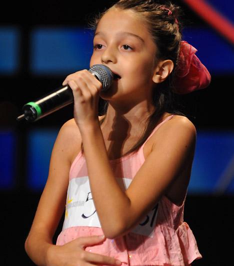 Patai Anna  A Megasztár-ház legfiatalabb lakója még csak 11 éves, de gyönyörű hangja az egész színpadot betölti. Tehetsége mellett tündéri személyiségével lopta be magát a nézők és a zsűri szívébe, nem volt kérdés, hogy ott a helye a legjobb 13 között.