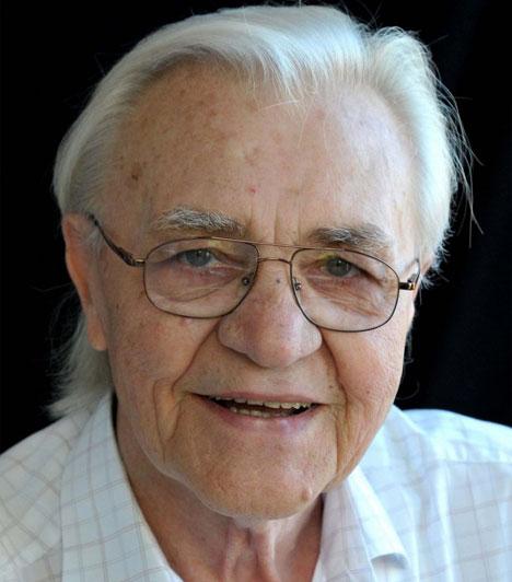 Bitskey Tibor  Február 2-án rövid betegség után, 85 évesen hunyt el a Nemzet Színésze. A legszebb hangú magyar színésznek tartották, sokáig rendszeresen szavalt a Vers mindenkinek című műsorban, és ő volt a Vuk című rajzfilm narrátora is. A kőszívű ember fiai, az Egri csillagok vagy az Egy magyar nábob az ötvenes-hatvanas évek sztárjává avatták.  Kapcsolódó cikk: Váratlanul elhunyt Bitskey Tibor »