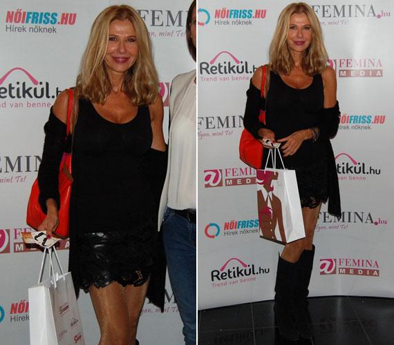 Sütő Enikő 50 fölött is megállná a helyét a kifutón. A ma már modelliskolát vezető sztár rövid bőrszoknyában érkezett a Femina Média filmvetítésére.