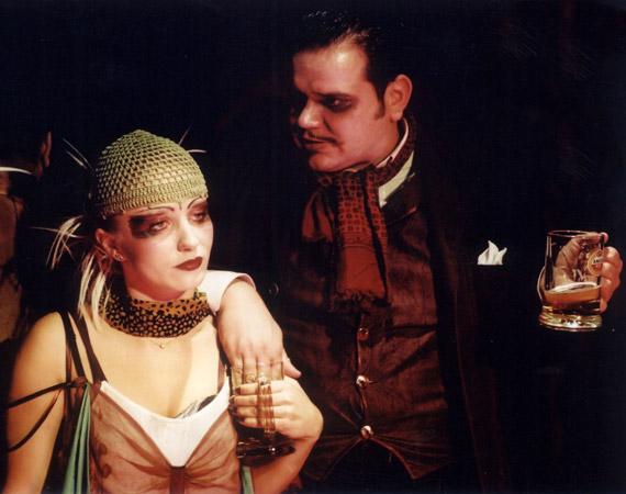 A Kasimir és Karoline című darabban Szívós Győzővel látható.