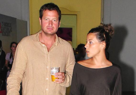 Az utóbbi években már többször felmerült, hogy az egykori műsorvezető, Tornóczky Anita házassága is romokban hever, de eddig mindig határozottan cáfolták a híreszteléseket. Hogy ezúttal sikerül-e megoldaniuk a problémáikat, az hamarosan kiderül.
