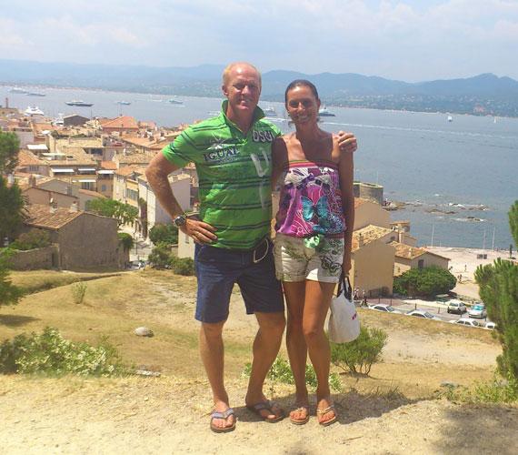 Nyáron azért volt a házaspár külföldön is: ez a fotó Saint Tropez-ban, a Citadellán készült.
