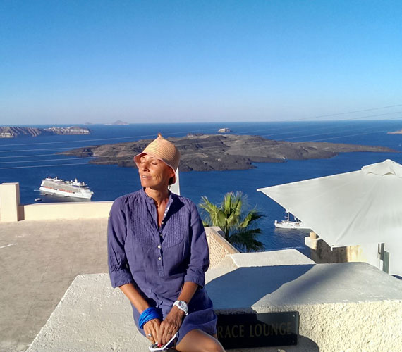 A hófehér tetők és kék tenger hol is lehetnének máshol, mint Görögországban, egészen pontosan Szantorinin.