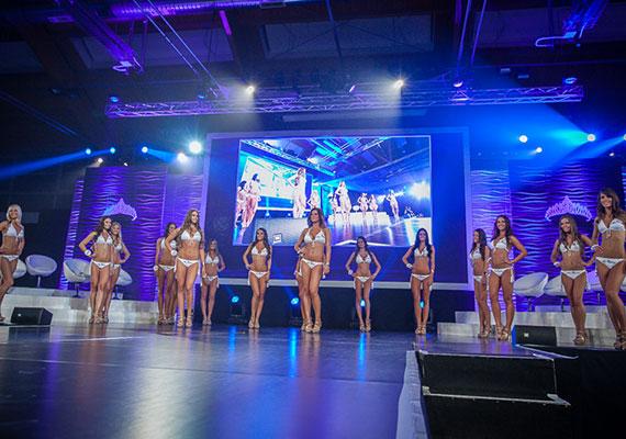 A lányok bikiniben, estélyiben és sportos öltözetben is színpadra léptek. A versenyen azonban nem csupán a szépség számított: a döntősöknek a zsűri kérdéseire is válaszolniuk kellett.