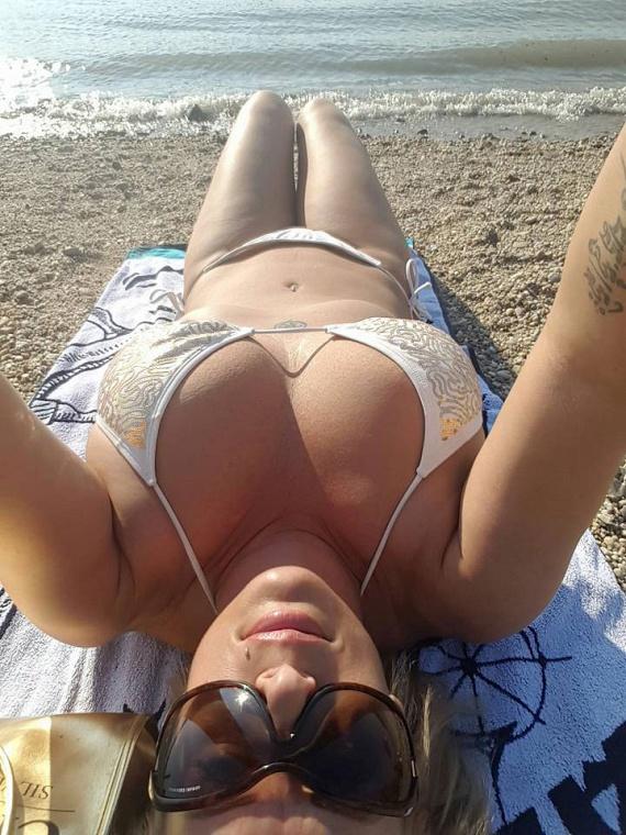 2015 augusztusában szexi bikinis fotóival mutatta meg, mennyit fogyott.