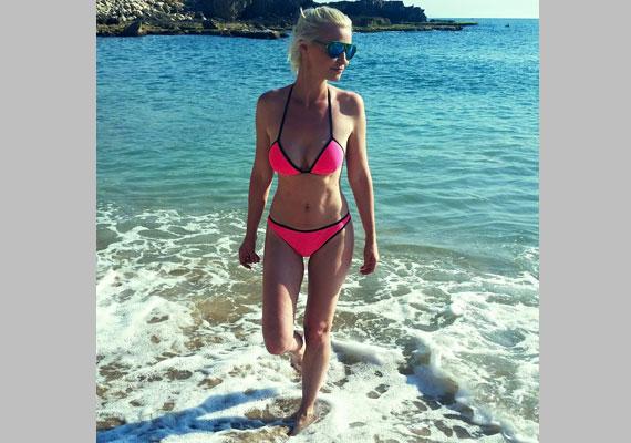 Lilu a habokból kilépve - az RTL Klub 39 éves műsorvezetője Bejrútból posztolta a tengerparti képet.