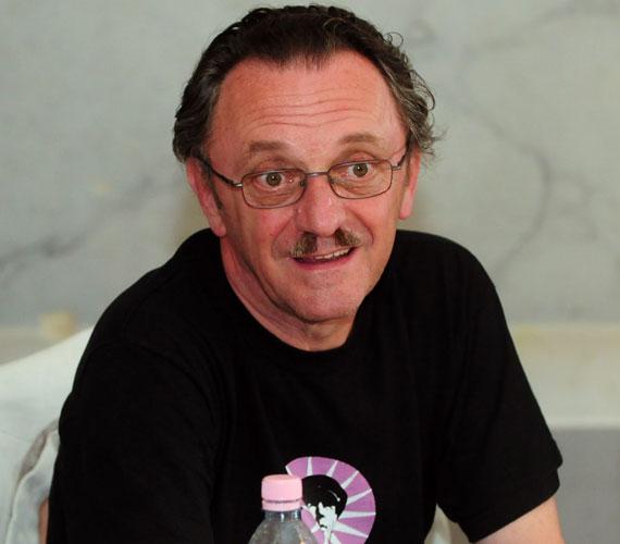 A Nemzet Színészét, Szacsvay Lászlót 2005-ben operálták meg prosztatarákkal. Gyógyulását követően fontosnak tartotta, hogy felhívja a közvélemény figyelmét a szűrés fontosságára, így 2010-ben a Magyar Urológusok Társaságának reklámarca lett.