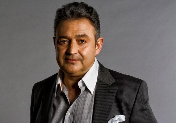 Botrányos viselkedése miatt hét év után kirúgták Gesztesi Károlyt a TV2 Jóban Rosszban című sorozatából. A színész a hírek szerint az utóbbi időben gyakran ment ittasan forgatni.