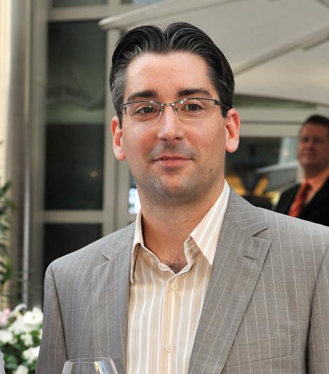 Azurák Csaba  A TV2 Napló című műsorának riportere Sváby András távozása után vette át a népszerű műsor vezetését, 2009 decembere óta a Tények munkatársa.