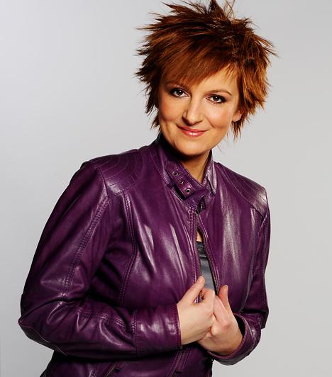 Boros Kriszta  Az 1974-es születésű Boros Krisztina Debrecenben kezdte pályafutását rádiósként, majd televíziósként. 1997-ben lett a Magyar Televízió Gazdasági Híradójának a vezetője, majd az RTL Klubhoz igazolt át. A Házon kívül adásait vezeti, gazdasági riportokat készít, és az RTL II Híradóját is vezeti néha.