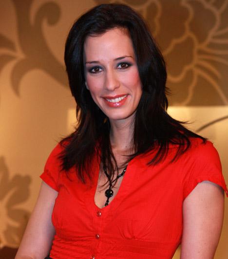 Demcsák Zsuzsa  A Mokka műsorvezetője közgazdász szakon szerzett diplomát, ám mégis a televíziózás világába csöppent, a TV2-nél több szerepben is kipróbálta magát. Demcsák Zsuzsa a munka mellett családanyaként is helytáll, két gyermeke született: Benjámin és Tamara.
