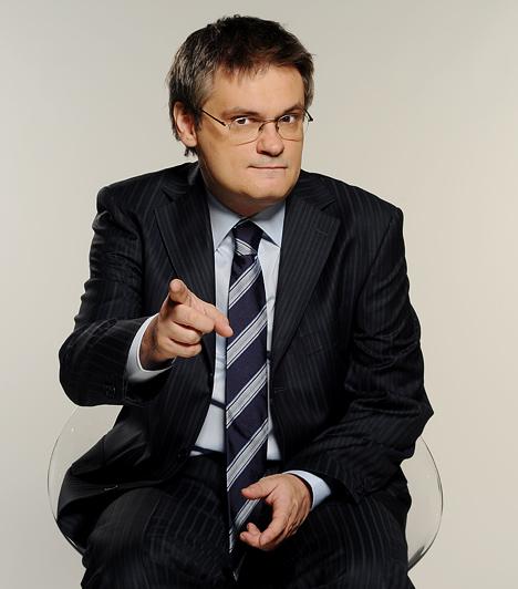 Jáksó LászlóJáksó László annak idején a Színház- és Filmművészeti Főiskolára járt, televíziós rendező-szerkesztő-műsorvezető szakra. 2000 szeptembere óta vezeti a Heti Hetes című műsort az RTL Klubon, a stafétát Csiszár Jenőtől vette át. Emellett a Danubius Rádiónál dolgozott, majd 2009-ben az ugyanazon a frekvencián működő Class FM-hez igazolt: ő vezeti a csatorna slágerlistáját Jáksó Top 20 címmel.