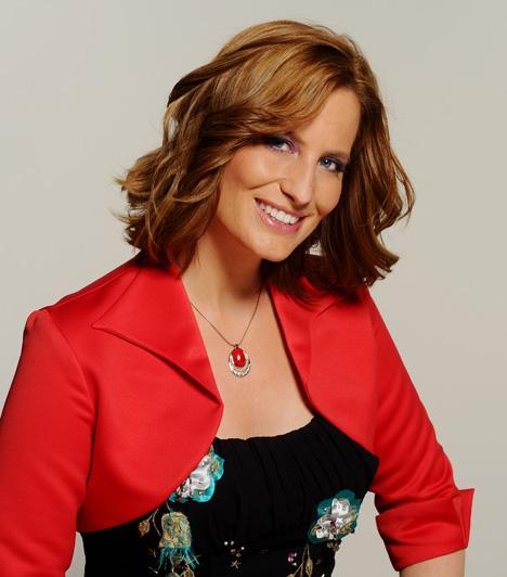 Kumin Viktória  A csinos tévés 1998-ban az RTL Klubnál volt gyakornok. Ezután a TV2 Jó reggelt, Magyarország című műsorát vezette, de egy időben a Fix TV-nél is dolgozott. 2000-2005 között a Duna TV műsorvezetője volt, 2005-től 2011 őszéig ismét az RTL Klub műsorvezetője lett, mint híradós és hírolvasó.