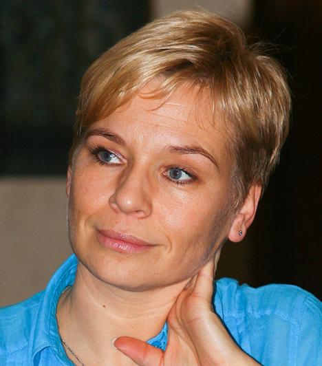 Máté Krisztina  Pályafutását a Magyar Televíziónál kezdte, láthattuk az Objektív és a Nap-kelte című műsorokban. A TV2 indulásakor került a csatornához, ő vezette például a Tényeket és a Forró nyomont, egy évig pedig még a Nincs kegyelem - a leggyengébb láncszem című vetélkedőt is. Három év kihagyás után 2012 októberében az RTL II-n tért vissza a képernyőre a Forró nyomon című műsorával.