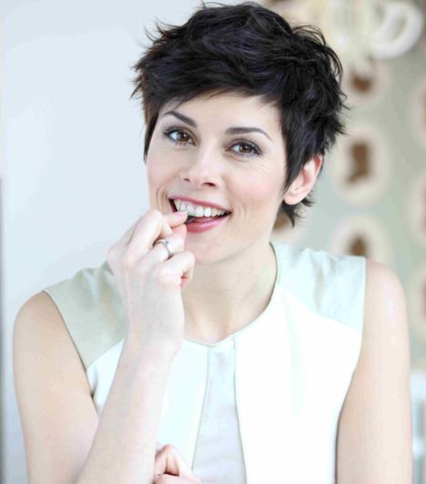 Nagy Judit  Nagy Judit karrierjét az MTV-nél 2001-ben bemondóként kezdte, majd szerkesztői, műsorvezetői, riporteri szerepben is kipróbálhatta magát. A Híradót először 2002 telén vezethette. Gyermeke születése után 2009-ben tért vissza a közszolgálati adó képernyőjére, az éjszakai Híradó műsorvezetője lett. 2010-től a Nappali című magazin szerkesztő-riportereként találkozhattak vele a nézők.