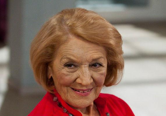 A Blikk úgy tudja, többen is a 87 éves Kassai Ilonát, Ganxsta Zolee édesanyját választanák a nemzet színészének. Erre nagy esély lehet, hiszen a Jászai Mari-díjas művész, szinkronhang minden kritériumnak megfelel, 70 éve a pályán van, és ma is szívesen játszana, ha felkérnék.