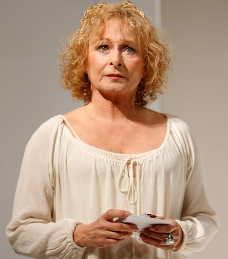 Bánsági Ildikó  Bánsági Ildikó hazánk egyik legkiemelkedőbb színésznője, közel 40 éve a pályán van. A színpadon és a kamerák előtt is otthonosan mozog, de szinkronszínészként is népszerű és sokat foglalkoztatott. A magyar sztár kétgyerekes anyaként, 60 fölött is elbűvölő. A színésznő 1947. október 19-én született.  Kapcsolódó sztárlexikon: Ilyen volt, ilyen lett: Bánsági Ildikó »