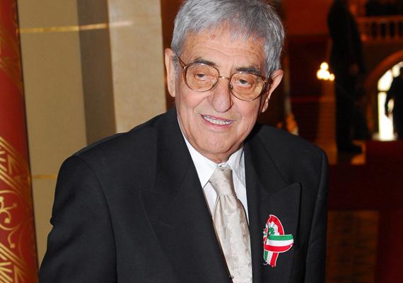 A Szomszédok Virág doktora, azaz Kézdy György 2013. február 8-án ugrott ki az Uzsoki kórház harmadik emeletéről. A színész rákkal küzdött, de ekkor éppen gyomorfertőzés miatt került be a belgyógyászati osztályra. Rettenetes fájdalmakkal küzdött, amit nem bírt tovább elviselni. 76 évet élt.