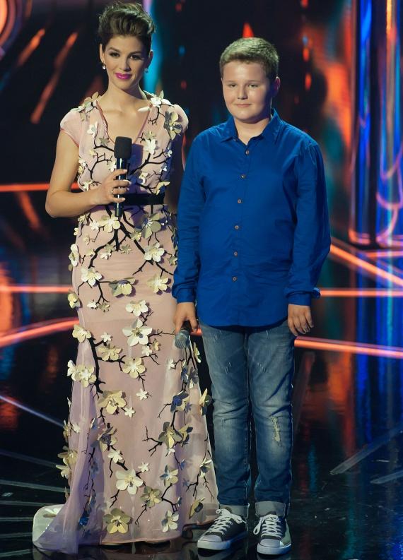 Szabó Bence a szombati döntőben Radics Gigi egyik dalát adta elő, illetve Feke Pállal énekelte el a Fényév távolság című dalt a Padlásból.