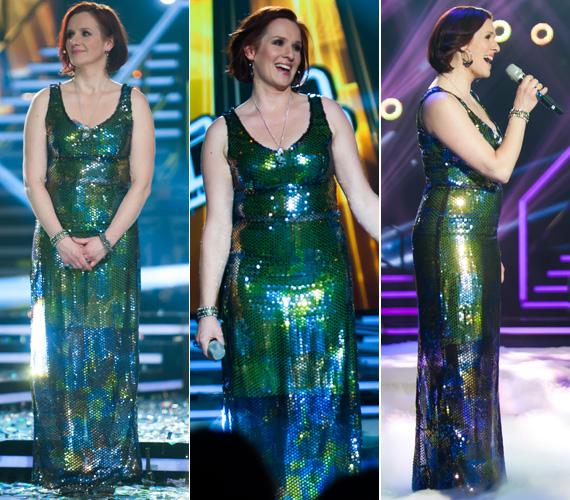 Malek Andrea a Voice viselte ezt a zöld színű, flitteres Makány Márta-kreációt, amely a tehetségkutató stylistja szerint eredetileg lezserebbre volt szabva, csak az énekesnő beszűkíttette. Lakatos Márk szerint ez nagyon rossz húzás volt tőle. Még több fotó itt »