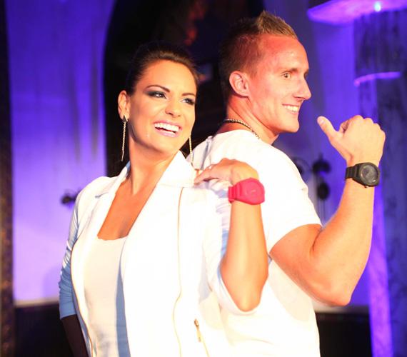 Dombi Rudolf, szintén aranyérmes kajakos Kiss Orsi műsorvezetővel állt párba a kifutón.