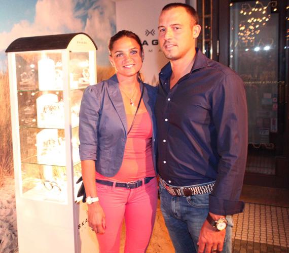 Kovács Katalin olimpiai bajnok kajakozó párjával tette tiszteletét az eseményen.
