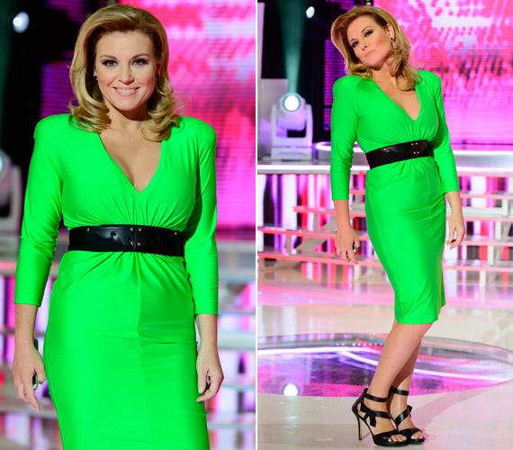 Liptai Claudia A Nagy Duettben viselte ezt a zöld Maison Marquise kreációt, ami olyan rikító volt, hogy amint a színpadra lépett benne, elvonta a versenyzőkről a figyelmet. A műsorban viselt ruháit itt nézheted meg »