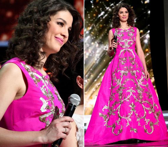 Mindenki, aki csak egy kicsit is hercegnőnek vallja magát a szíve mélyén, fátyolos tekintettel figyelte Nórit ebben a ruhában, hiszen tényleg olyan volt benne, mint Magyarország újdonsült hercegnője. Ez a csodálatos Oscar de la Renta-darab a Rising Star színpadán volt látható.