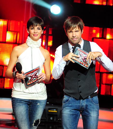 """Az X-Faktort miatta is nézikÖrdög Nóri 2010-ben a Magyarországon először megrendezett X-Faktor tehetségkutató műsorvezetője és szerkesztője is volt egyben, minden élő adásban ott volt kollégájával, Balázzsal a színpadon. Emellett rendszeresen tartja a kapcsolatot a versenyzőkkel és ha kell, akár lelket is önt beléjük.Kapcsolódó cikk:""""Nóri a színfalak mögött egyre durvább!"""" Mit tudhat Sebestyén Balázs? »"""
