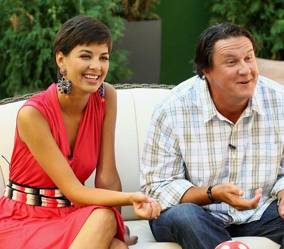 A műsor vendége volt többek közt a Három kívánság legendás házigazdája, Dévényi Tibor is, ami kapcsán Steve a pontos labdákon viccelődött.