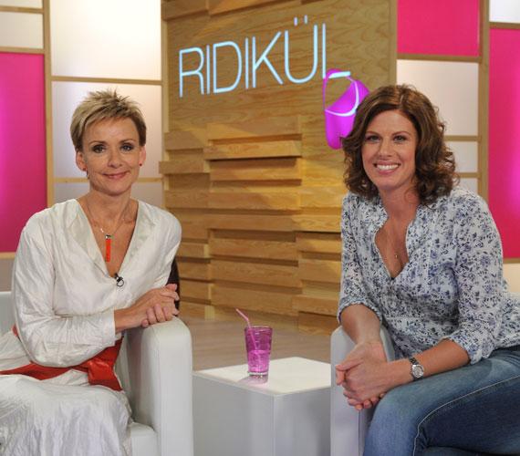 A gyönyörű magyar színésznő Jakupcsek Gabriella Ridikül című talkshow-jában jelent meg új frizurájával.