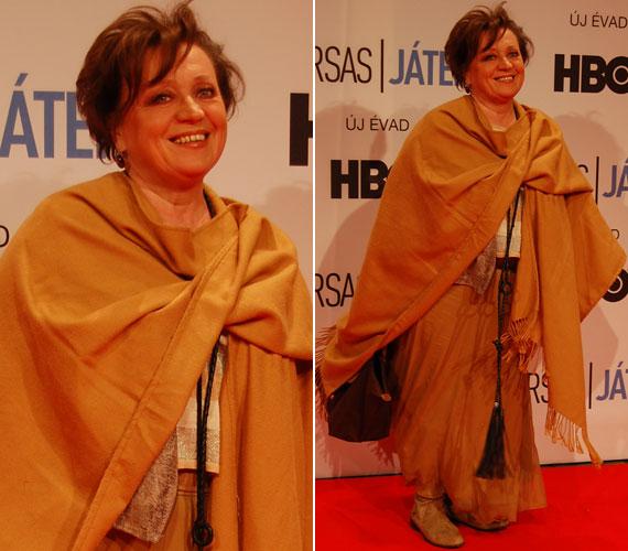 Csákányi Eszter színésznő az HBO másik népszerű magyar sorozatában, a Terápiában alakított fontos szerepet, így a Társas játék díszbemutatóján nem is akart csillogó ruhában megjelenni.
